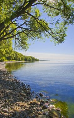 ✮ Shoreline view of lake Ontario, near Port Hope, Canada