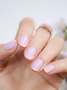 淡いピンクとパープルの組み合わせがかわいい、斜めフレンチネイル。