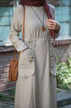 Tatil Elbise - Eminos Butik - Source by inshafa. Tatil Elbise – Eminos Butik – Source by inshafabanu Abaya Fashion, Modest Fashion, Fashion Dresses, Abaya Designs, Kurti Designs Party Wear, Hijab Style Dress, Hijab Outfit, Mode Abaya, Muslim Women Fashion