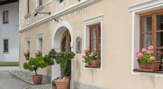 Alte Post Feistritz an der Gail This traditional, lovingly renovated hotel is located in the picturesque Gail Valley in Southern Carinthia, only a few kilometres away from the A2 motorway and the Italian and Slovenian borders. Free WiFi is available.