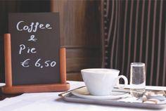 Table chalk boards Creta, Chalkboard, Boards, Restaurant, Mugs, Tableware, Planks, Dinnerware, Diner Restaurant