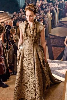 """24 of amazing costumes from """"Game of Thrones."""" Related Post 10 Halloween Costumes Only """"Game Of Thrones"""" Fans . Ladies of Game of Thrones' Best Style Moments Costumes Game Of Thrones, Game Of Thrones Outfits, Game Of Thrones Dress, Game Of Thrones Sansa, Game Of Thrones Cosplay, Game Of Thrones Clothing, Tyrion And Sansa, Game Of Thrones Characters, Got Costumes"""