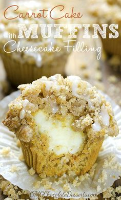Cake Muffins with Cheesecake Filling Delicious breakfast, snacks or dessert, these moist Carrot Cake Muffins have smooth cream cheese filling inside and crunchy cinnamon streusel on top, I can't decide which is my favorite part. Just Desserts, Delicious Desserts, Dessert Recipes, Yummy Food, Recipes Dinner, Easter Recipes, Non Chocolate Desserts, Restaurant Recipes, Cake Recipes
