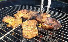 Super przepis na soczystą karkówkę z grilla. Taką karkówkę z domową marynata na bazie musztardy i ketchupu robi się błyskawicznie. Pyszne mięso z grilla a do tego dowolna sałatka i sos czosnkowy.. super obiad! Bbq Grill, Grilling, Halloumi, Tandoori Chicken, Recipies, Pork, Cooking, Ethnic Recipes, Gastronomia