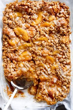 TWO desserts collide into one irresistible breakfast with this Apple Pie French Toast Bake! This casserole, also known as bread pudding, is a family favourite breakfast! What's For Breakfast, Breakfast Dishes, Breakfast Recipes, Breakfast Healthy, Hashbrown Breakfast Casserole, French Toast Casserole, Apfel French Toast, Cinnamon French Toast Bake, Cafe Delites
