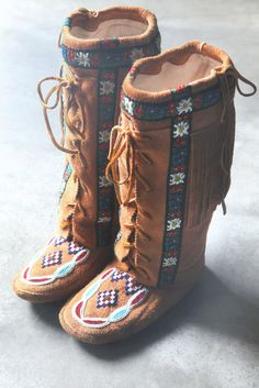 Oh my god, I HAVE to have these!!!! Annie Mckay Moccasin