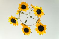 A cute sunflower hanging mobile perfect for your kids bedroom/a birthday gift! Size: Height (from hook to bottom) - Bamboo frame (diameter) - Sunflower - If you would like a longer string length please let me know, I will do that for you. Handmade with Baby Shower Garland, Flower Mobile, Felt Mobile, Felt Garland, Hanging Mobile, Etsy Uk, Girl Shower, Softies, Night Skies