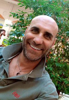 Non c'è nessun segreto per essere felici, è sufficiente guardarsi dentro ed accettarsi completamente...  (Luca B.) www.luca-b.it #lucab
