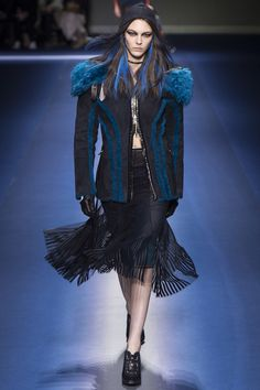 Versace Fall 2017 Ready-To-Wear: Look 10. Model: Vittoria Ceretti