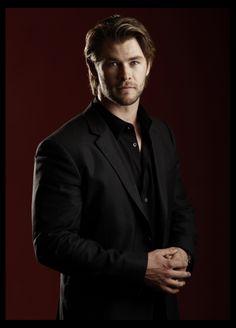 Chris Hemsworth Celebs, Celebrities, Chris Hemsworth, Celebrity Photos, Tv Shows, Take That, Marvel, Babies, Actors