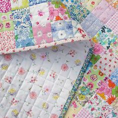 From Red Pepper Quilts: Scrappy Liberty Patchwork Quilt. I love the simple piecing and straight line quilting in the middle of the blocks Patchwork Quilting, Scrappy Quilts, Easy Quilts, Mini Quilts, Quilting Tutorials, Quilting Projects, Quilting Designs, Sewing Patterns Girls, Quilt Baby