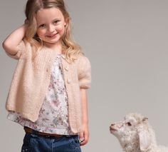 Tricot : les diminutions pour emmanchures et raglans Knitting For Kids, Baby Knitting, Gilet Mohair, Rico Design, Baby Crafts, Lana, Knitwear, Knit Crochet, Knitting Patterns