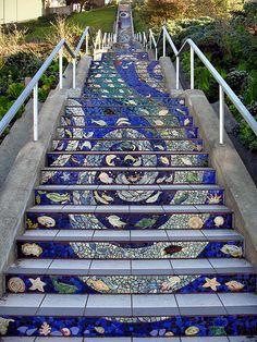 San Francisco stairs been there! Mosaic Diy, Mosaic Crafts, Mosaic Glass, Stained Glass, Mosaic Stairs, Tile Stairs, Staircase Architecture, San Francisco, Mosaic Madness