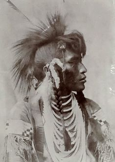 Sioux - Photos anciennes et d'autrefois, photographies d'époque en noir et blanc Native American Masks, Native American Warrior, Native American Beauty, Native American Photos, American Indian Art, Native American History, American Indians, Sioux, Indian Pictures