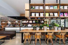 カルフェ culfe TSUTAYAすみや静岡本店. Designer: Fumihiko Fujii