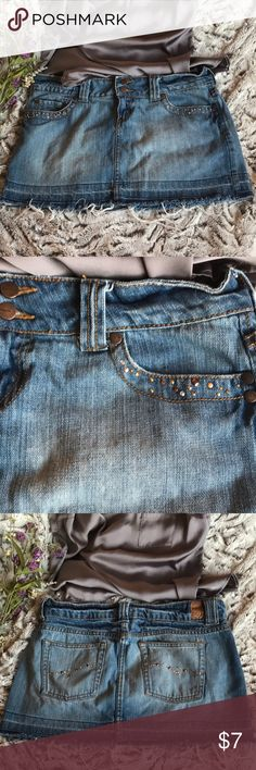 Jordache Jean Skirt Cute frailed bottom of Jean Skirt Size: 5/6 Hardly Worn jordache Skirts Mini