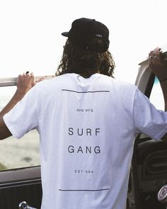 Surfing holidays is a surfing vlog with instructional surf videos, fails and big waves Shirt Print Design, Tee Shirt Designs, Tee Design, Surf Style Men, Surfer Style, Wm Logo, Surf Brands, Surf Shirt, Surf Outfit