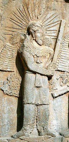 Mithra wearing a crown of sun rays; Taqwasân or Taq-e Bostan or Taq-i-Bustan, Sassanid Empire, Coronation of Ardeshir II, c. Ancient Near East, Ancient Rome, Ancient History, Culte De Mithra, Perse Antique, Ahura Mazda, Sassanid, Empire Romain, Ancient Persian