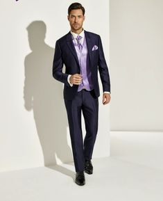 34de79c38427d proposta alla moda per abiti da cerimonia uomo firmato pointmariage con  dettagli viola