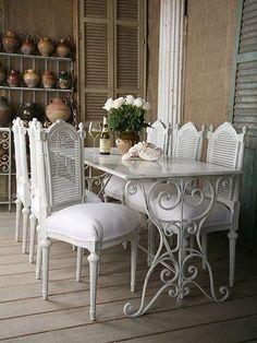 decoração mesa de jantar. Com pé de máquina de costura antiga.