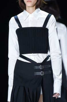 Crisp white shirt, black bustier top & skirt; fashion details // Vera Wang Fall 2016