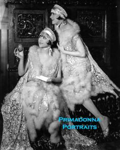 37 Vintage Portrait Photos of the Dolly Sisters, Scandalous Vaudeville Performers From the Jazz Age Dolly Sisters, Rose And Rosie, Flapper Era, Ladies Gents, Photo B, Vintage Photos, Vintage Portrait, Jazz Age, Silent Film