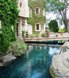 A picture of the moat at the Hollywood Castle. The eight-room property is located on a full acre of land just beneath the Hollywood sign. (From: 10 Beautiful Castle Hotels).