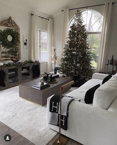 Merry Christmas Eve, Christmas Room, Classy Christmas, Minimalist Christmas, Xmas, Modern Christmas Decor, Christmas Decorations, White Home Decor, White Houses