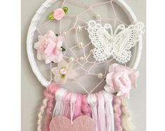 Lace Dream Catchers, Dream Catcher Decor, Dream Catcher Nursery, Yarn Crafts, Diy And Crafts, Arts And Crafts, Crochet Mandala, Crochet Flowers, Nursery Decor