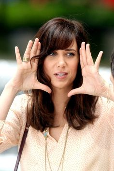 Kristen Wiig Wow darker hair somehow equals instantly prettier. Walter Mitty, Hollywood Girls, Latest Gossip, Beyond Beauty, Tina Fey, Snl, Professional Women, Famous Women, Girl Crushes