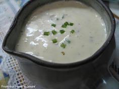 Molho Ranch:  Ingredientes  1 xícara de maionese  1/2 xícara de coalhada  1/2 colher de chá de cebolinha desidratada  1/2 colher de chá de s...