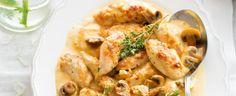 Kuřecí prsa naklepejte paličkou na maso a nakrájejte je na sousta. Mouku osolte a opepřete a obalte v ní kousky kuřete. V hlubší pánvi na mírném ohni... Shrimp, Chicken Recipes, Meat, Food, Essen, Meals, Yemek, Eten