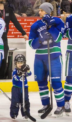 Ryan Kesler, Vancouver Canucks and his son. Sooooo cute! I want hockey babies