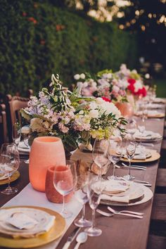 Beautiful garden wedding tablescape #weddingdecor #outdoorwedding #gardenwedding #tablescape #wedding
