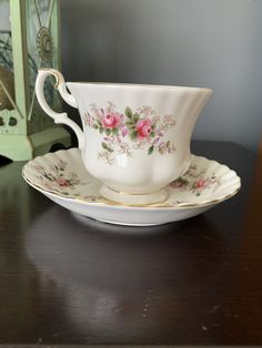 Vintage Gorgeous Royal Albert Teacup and Saucer in the popular Lavender Rose Pattern, stunning pink roses adorn this Teacup and Saucer, 1960 Lavender Roses, Pink Roses, Pink Flowers, Chocolate Photos, Hot Chocolate, Cherry Blossom Bonsai Tree, White Tea Cups, Royal Albert, Queen Anne