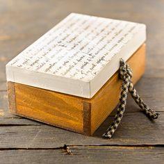 caja pequeña de madera pintada y decorada en decuopage con un acabado desgastado de CAMALEONGOGO en Etsy https://www.etsy.com/es/listing/182958389/caja-pequena-de-madera-pintada-y