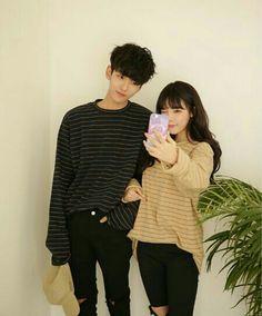 Couple aesthetic korean couple ulzzang couple t Korean Couple Fashion, Asian Fashion, New Fashion, Matching Couple Outfits, Matching Couples, Cute Couples, Style Ulzzang, Korean Ulzzang, Cute Korean