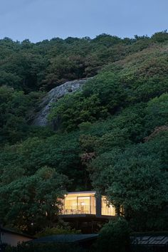 On a steep slope overlooking the sea lies Summerhouse Solviken. Twelve steel pillars lifts the house off the ground and. Chief Architect, Pine Forest, River, Villa, Construction, Beach, Outdoor Spaces, House Ideas, Public