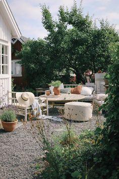 Outdoor Spaces, Outdoor Living, Outdoor Decor, Balcony Plants, Back Patio, Terrace Garden, Scandinavian Style, Ideal Home, Outdoor Gardens