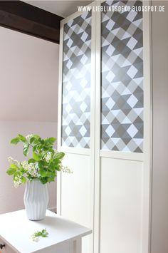 #creatistoBlogger Swantje von lieblingsdeko.blogspot.de hat ihren Schrank mit einer selbstklebenden Folie beklebt! Divider, Interior, Room, Furniture, Home Decor, Deco, Homemade, Closet, Bedroom