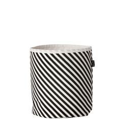 I cesti in tessuto di Ferm Living sono ideali per contenere gli oggetti più diversi, con classe. I cesti sono disponibili in diverse dimensioni e con diversi motivi.