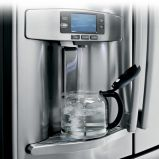 Refrigerator recognizes when to stop filling containers with water
