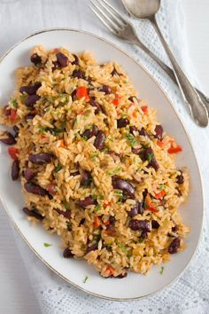 Jamaican Rice and Peas Recipe – Easy Red Beans and Rice - Food - Reis Rezepte Red Peas Recipe, Rice And Peas Recipe Easy, Best Rice Recipe, Rice And Beans Recipe, Easy Rice Recipes, Pea Recipes, Vegetarian Recipes, Jamaican Rice And Beans, Jamaican Dishes
