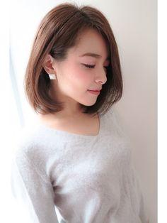 elirs(エリールス)大人フェミニンボブ/ELIRS【エリールス】をご紹介。2018年春の最新ヘアスタイルを300万点以上掲載!ミディアム、ショート、ボブなど豊富な条件でヘアスタイル・髪型・アレンジをチェック。 Korean Short Hair, Short Hair With Bangs, Hairstyles With Bangs, Short Hair Styles, Middle Hair, Medium Long Hair, Pastel Hair, Natural Curls, Perm