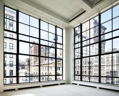 + ( New York loft ) I'm in love with the enormous windows and the spectacular view.