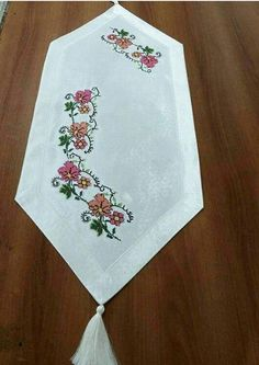 This Pin was discovered by Ber Doilies, Save Yourself, Diy And Crafts, Cross Stitch, Table Runners, Table Decorations, Creative, Projects, Salons