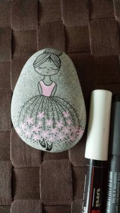 35 Great Painted Rock Ideas and Designs Even black and white can be a gorgeous painted rock. Uh…we're in a pickle here for ideas. Black and white cats always have style. A serene pond scene is a beauty on a set of painted rocks. She's dropping hearts wherever she goes. A beautiful ballerina is a …