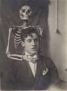 Creepy Vintage Photos 40 Trading Cards Set Classic Weird   Etsy Gaudi, Vintage Halloween Photos, Victorian Halloween, Halloween Images, Creepy Vintage, Funny Vintage, Vintage Horror, Creepy Pictures, Creepy Old Photos