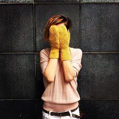 Honey #aymara #knitwear #babyalpaca #gloves On Sale 43,50€ available in our shop https://www.goodshaus.com/AYMARA-Handschuhe-Faeustlinge-Liz-Honey