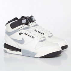 more photos 75cd3 4009f Nike Air Revolution Vintage QS - 617855-100 - Sneakersnstuff   sneakers    streetwear online since 1999